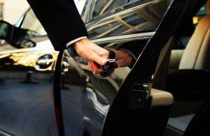 Аренда автомобиля с водителем или без него – плюсы и особенности
